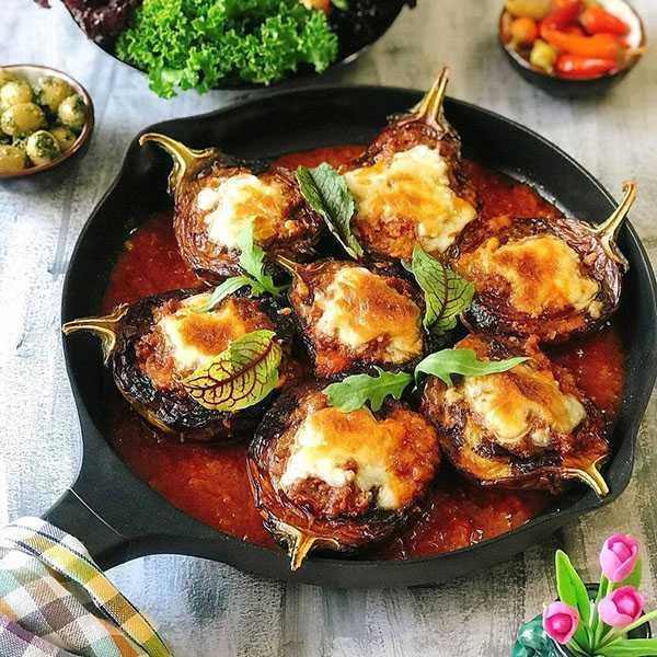 طرز تهیه بادمجان شکم پر شمالیر با انار با پنیر پیتزا با پنیر پیتزا و قارچ ترکیه ای در فر ایتالیایی
