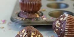 طرز تهیه کاپ کیک شکلاتی مغز دار خوشمزه با گردو و موز