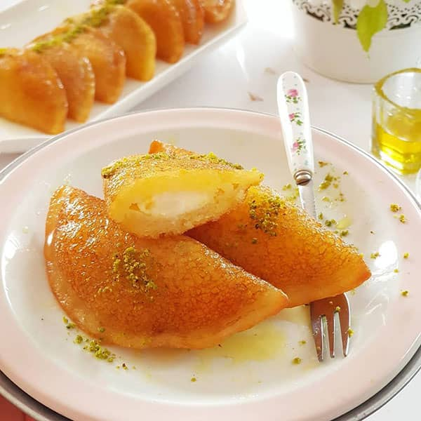 طرز تهیه دسر و شیرینی قطایف عربی خوشمزه با نان تست با خمیر قطایف عربی خوشمزه