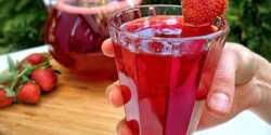 طرز تهیه شربت توت فرنگی خوشرنگ و مجلسی در منزل