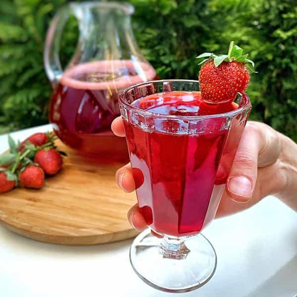 طرز تهیه شربت توت فرنگی نی نی سایت خواص شربت توت فرنگی خوشرنگ خانگی در خانه در منزل تصویری درسته له شده