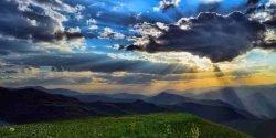 متن و کپشن زیبا و عاشقانه در مورد آسمان ابری و پر ستاره