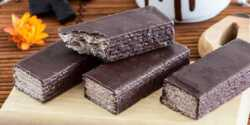 طرز تهیه ویفر شکلاتی خوشمزه و مخصوص با روکش شکلات
