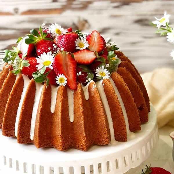 طرز تهیه پاند کیک توت فرنگی